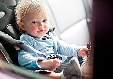 Как занять ребенка во время поездки в машине
