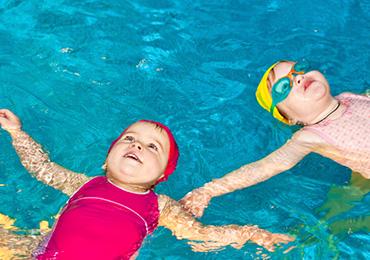 Грудничковое плавание малыша. Плюсы и минусы
