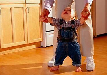 Первые шаги малыша и какие упражнения необходимы для ребенка