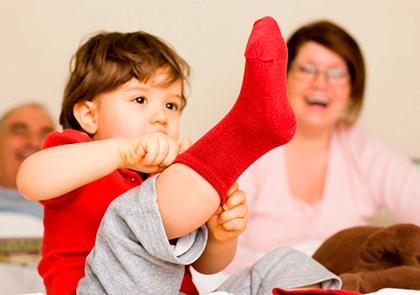 Как научить малыша самостоятельно одеваться?