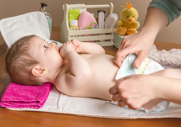 Как правильно и как часто нужно менять подгузник ребенку