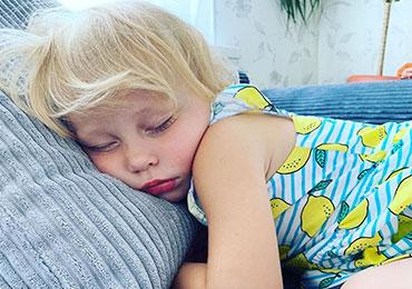 малыши спят крепко как уложить