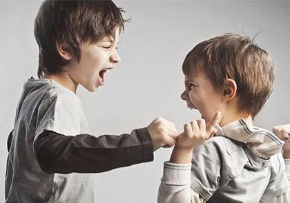 Соревнование между старшим и младшим ребенком