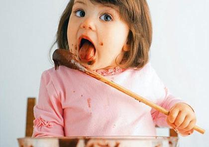 Как отучить ребенка от сладкого?